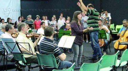 Ensaio do Coral Municipal para a apresentação desta sexta-feira. Concerto da Primavera será realizado na Igreja Luterana