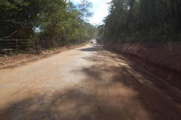 Trecho de estrada rural refeito pela prefeitura
