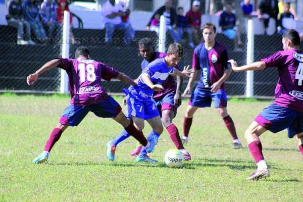 Amadorzão segue no domingo (7), pela manhã, com mais 9 jogos. Divididos em três grupos, classificam-se os dois primeiros, além dos dois melhores terceiros