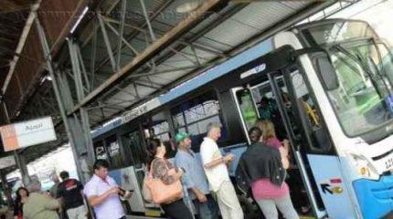 Passageiros criticam lotação na linha 18, principalmente nos horários de entrada/saída de escolas