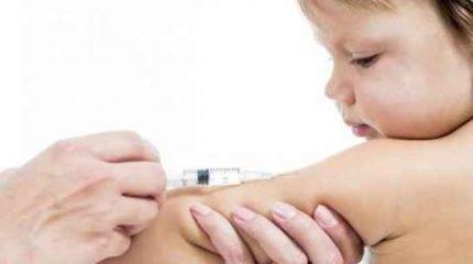 Crianças com um ano de idade e menos de dois já podem receber a vacina contra a hepatite A (Imagem: reprodução)