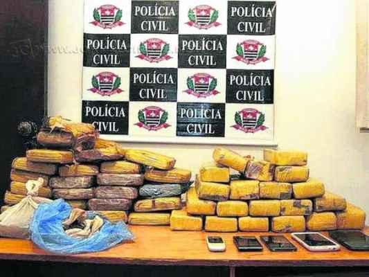 O trio tentou fuga pela SP-310 e foi abordado pela polícia portando 43 kg de maconha