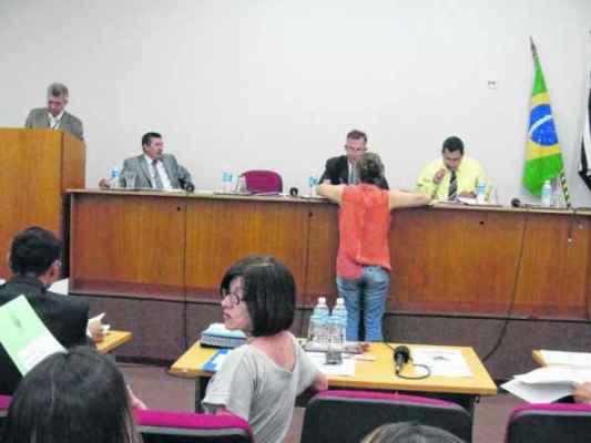 Críticas e elogios aos modelos de governo para 2015 polarizaram a discussão entre vereadores na sessão de ontem