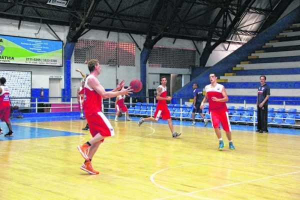 Equipe rio-clarense segue treinando intensamente em dois períodos para a disputa do NBB 7