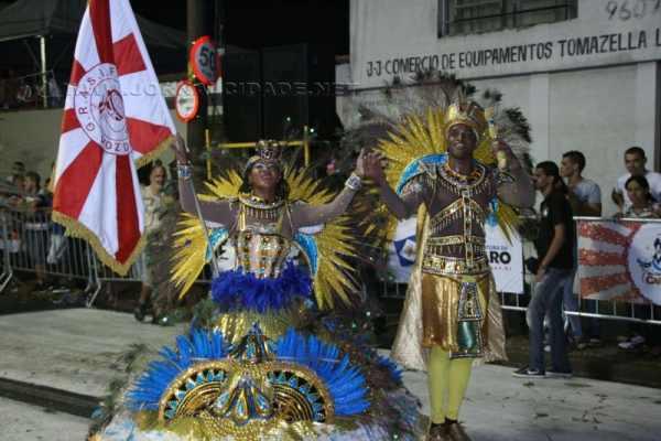 Escola de samba Grasifs oferece oficina para formar casais de mestre-sala e porta-bandeira