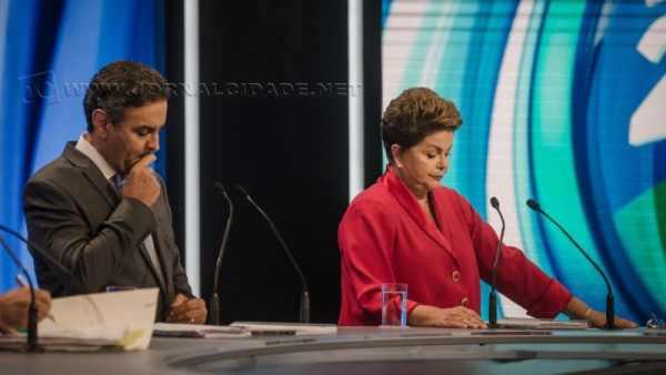 Aécio Neves, candidato do PSDB, disputa vaga com Dilma Rousseff, candidata do PT, para a Presidência do Brasil