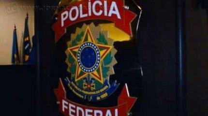 A Polícia Federal, a pedido da força-tarefa do Ministério Público Federal no Paraná, cumpre mandados de prisão temporária, buscas e apreensão e condução coercitiva na Operação Asfixia.