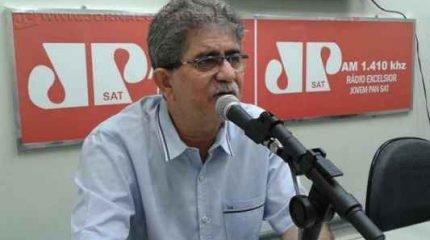 O prefeito Du Altimari (PMDB) no estúdio da Rádio Excelsior Jovem Pan (Foto: Arquivo JC)