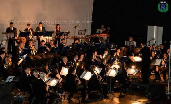 Banda Sinfônica União dos Artistas Ferroviários faz apresentação