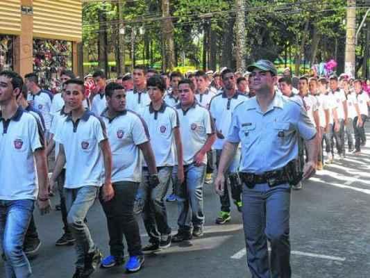 Com mais de meio século de fundação, a Guarda Mirim já formou mais de 12 mil jovens, com idade entre 14 e 18 anos