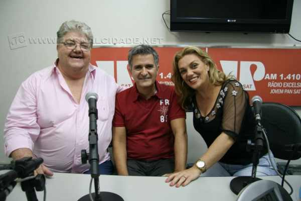 Eni Bortolozzi recebeu os músicos rio-clarenses Flávio e Cláudia