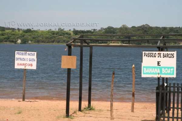 Água esverdeada do Broa seria em função da proliferação de algas, causada pelas altas temperaturas e represamento
