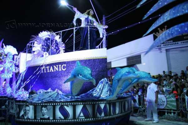 Desfile da escola de samba Samuca no Carnaval 2014