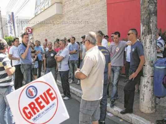 A assembleia nessa quinta-feira (9) decidiu pela continuação da greve dos trabalhadores