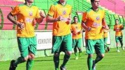 Na última segunda-feira (27), os jogadores realizaram um treino físico no gramado do Benitão