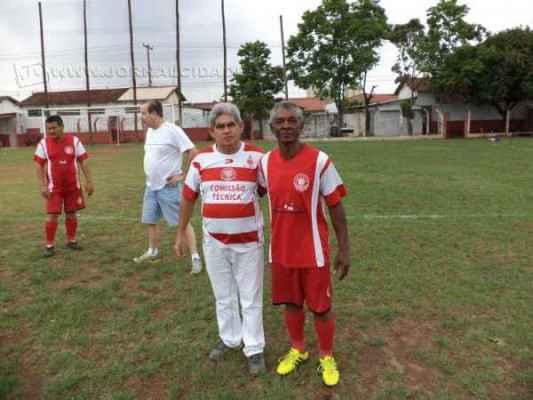 O diretor Nadir Andrade com o zagueiro Ademar (à direita na foto)