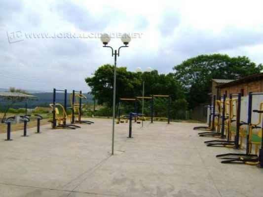 Academia ao ar livre foi instalada no bairro Nova Esperança, em Analândia, atendendo ao pedido dos moradores