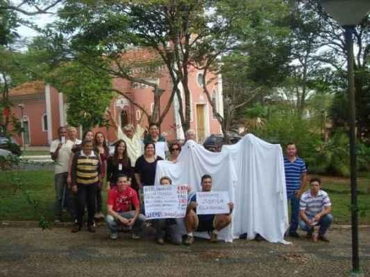 Eleitores protestam contra voto fantasma (foto: Reprodução - http://unidosporanalandia.blogspot.com.br)