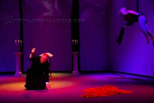 Espetáculo vem recebendo elogios pela produção, qualidade do texto e interpretação dos atores (foto: Delba Baraldi)