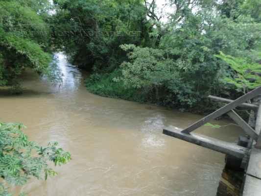 A concessionária Foz do Brasil nega o despejo irregular de esgoto no Rio Corumbataí