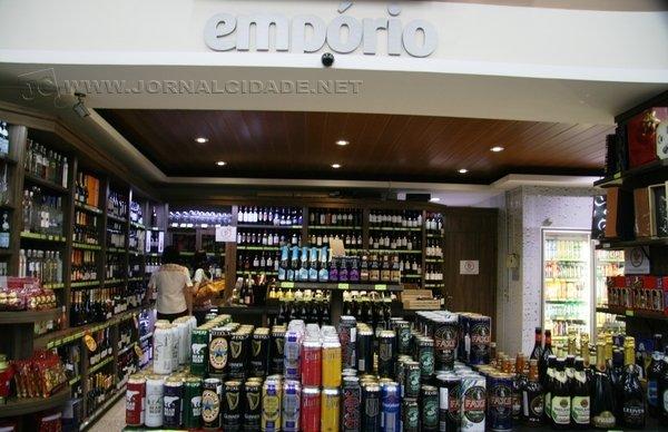 Cervejas, vinhos, espumantes, chocolates, cestas e baús especiais, carnes nobres: estabelecimentos como este supermercado oferecem produtos para todos os gostos e bolsos em Rio Claro