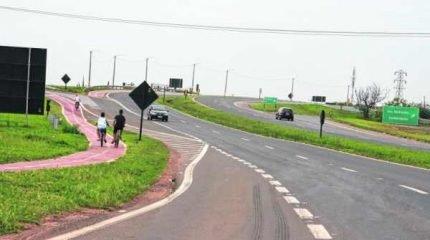 ATENÇÃO: alguns ciclistas não veem problema em andar na ciclovia pela contramão