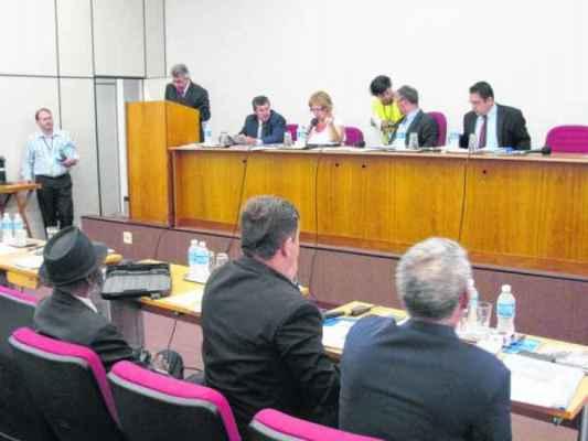 Vereadores participam de sessão ordinária no auditório da Acirc. Câmara Municipal tem atualmente 12 parlamentares