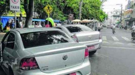 PROBLEMA: os taxistas pedem aos motoristas que não estacionem em suas vagas