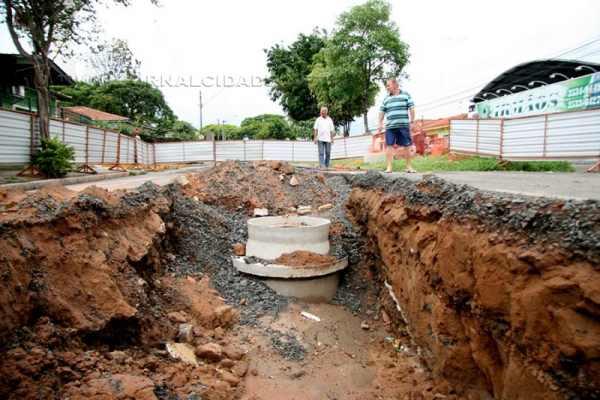 Moradores denunciam que as obras estão paralisadas há mais de uma semana