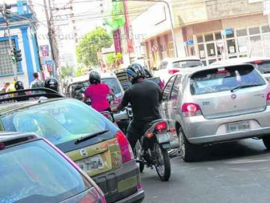 Frota municipal tem mais de 162,5 mil veículos. Agentes colaborariam para a sensibilização de motoristas e pedestres para um trânsito mais seguro