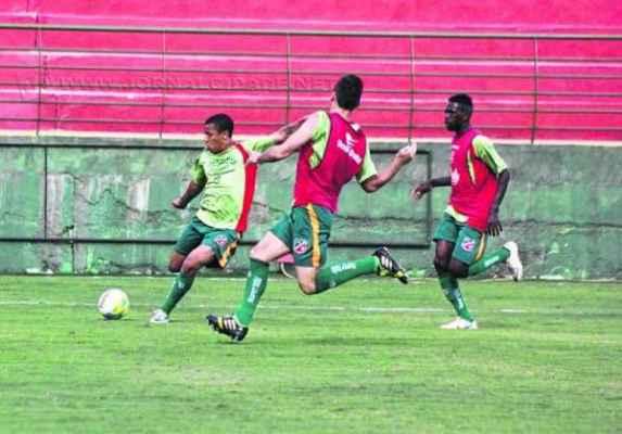 Quatro atletas que jogaram com Waguinho no Galícia já estão no Benitão para serem contratados. Garotos seguem treinando