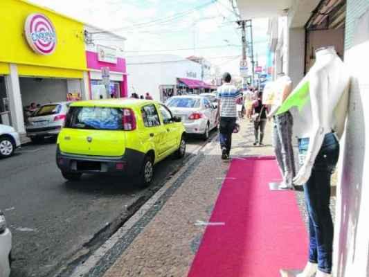 Rua 3, onde se aglomeram lojas de diversos segmentos da cidade; expectativa de aumento de vendas no período é de 4,5%