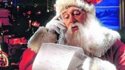 Apesar das vestes apropriadas para o inverno, a tradição do Papai Noel no Natal foi adotada por muitos países, como o Brasil