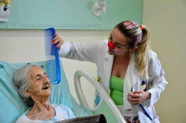 """""""É sempre uma lição de vida para nós, voluntários, pois os pacientes e acompanhantes nos demonstram a força e paciência em enfrentar a dor, de maneira tranquila"""", Thiago Calegari"""
