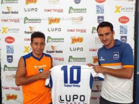 Apresentado oficialmente, Guarú chega para ser o camisa 10 do Galo Azul no Paulistão (Foto: Assessoria de Imprensa Rio Claro FC)