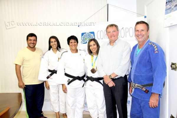 Atletas do judô nos Jogos Abertos recebem homenagem na Prefeitura