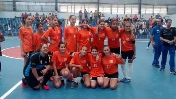 Time feminino da Sub 13 de Santa Gertrudes fica no 3º lugar na Liga Ferreirense de Futsal