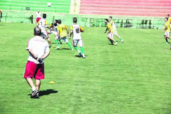 Na tarde da última segunda-feira (12), o elenco treinou em campo reduzido no Benitão sob as orientações de João Vallim