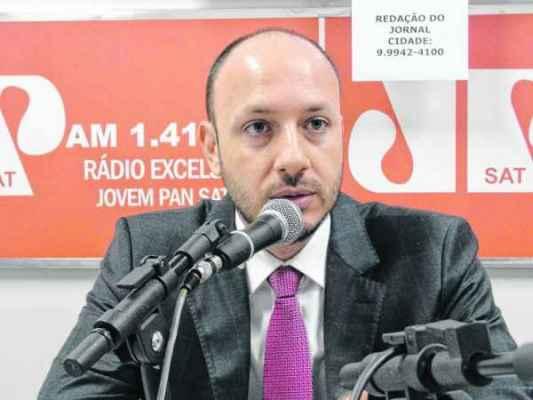 O secretário de Negócios Jurídicos, Gustavo Perissinotto, no estúdio da Rádio Excelsior JP