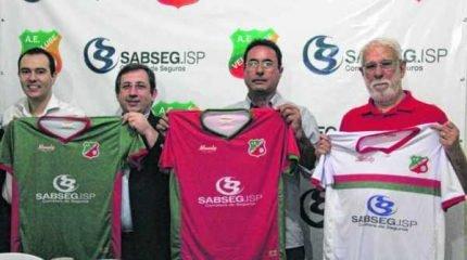 Um dos diretores em RC, Diego Wenzel, Luís Cervantes, Cleber Wenzel e Adalberto Borges posam com as novas camisas