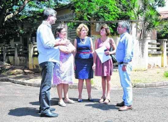 Prefeito no momento em que o município recebeu a confirmação da unidade (Foto: Arquivo)