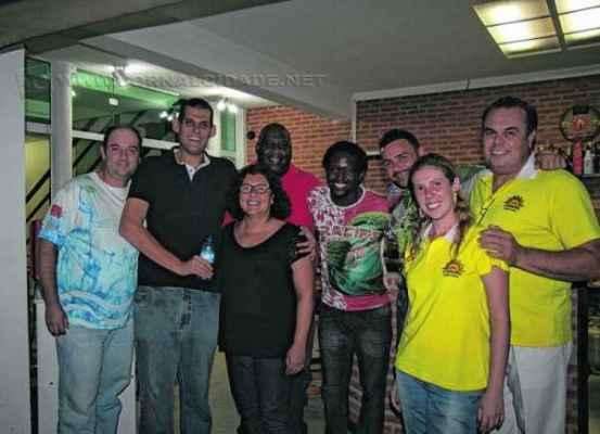Representantes das escolas de samba com a equipe do JC