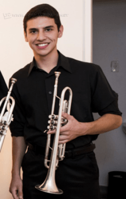 Elias começou os estudos do instrumento aos 9 anos (Foto: Arquivo pessoal)
