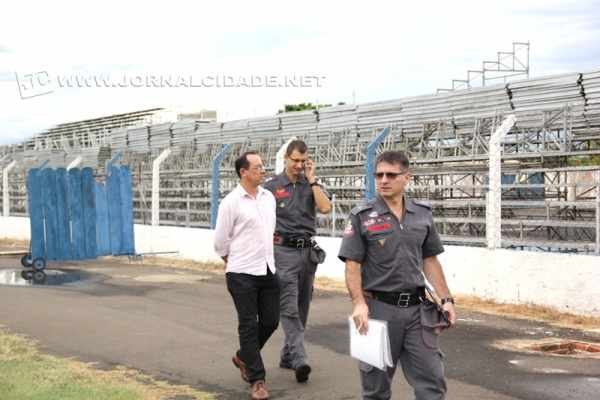 Vistoria do Corpo de Bombeiros aconteceu na tarde desta segunda-feira (26) no Schmidtão e outra deverá ser realizada até sexta-feira (30)