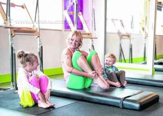 Para as crianças, são desenvolvidos exercícios que trabalhem concentração, atenção, postura e alongamento muscular