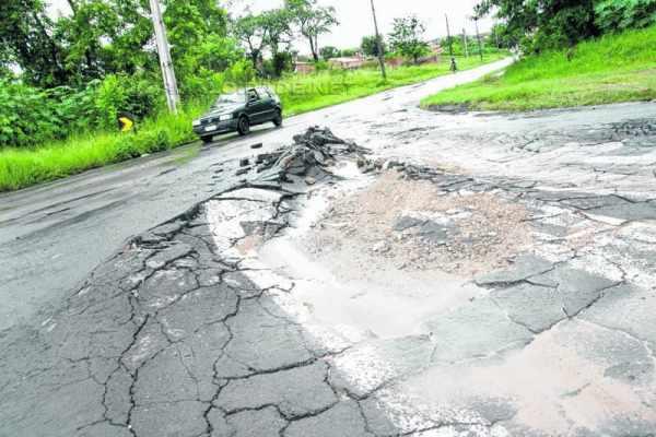 No cruzamento da Avenida M-37 com Rua 14, Parque São Jorge, há uma deformidade no asfalto que ameaça a segurança no intenso trânsito da região