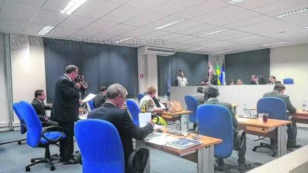 Os vereadores da oposição, que não votaram a proposta de reforma, querem nomear comissionados para cargos criados