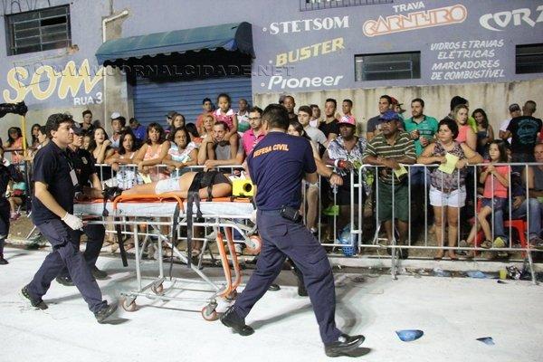 DESACORDADA: mulher é encontrada inconsciente durante o primeiro dia de desfiles