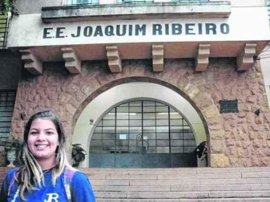 Aluna Lorena Souza integra a rede estadual e retornou às aulas nessa segunda-feira, dia 2