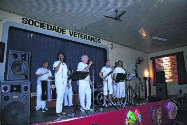 Sociedade Veteranos também terá bailes de Carnaval. Programação dos clubes animará os dias do Reinado de Momo